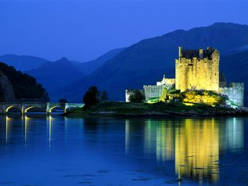 Eilean-Donan-Castle-Loch-Duich-Scotland.jpg